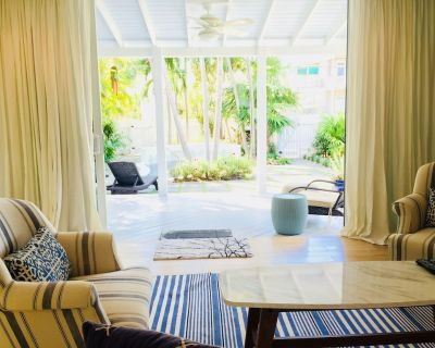 Tranquil Paradise Retreat w/ Pool and Bikes - Beach, Duval St, Fishing Pier - Key West Historic District