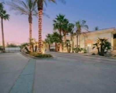 1 Bedroom + Den/Bedroom with 2 Bath Condo In Old Town Scottsdale - South Scottsdale