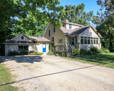 Main Street Retreat lovely heritage cottage steps from restaurants - Bayfield