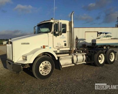 2011 Kenworth T800 T/A Day Cab Truck Tractor