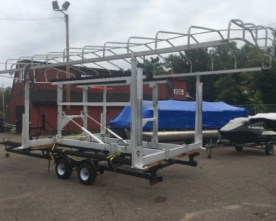 Hewitt Hydraulic Boat Lift model 4400 with Canopy