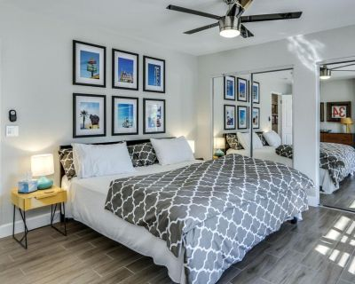 Modern retreat w/ private pool & attached spa, pool table, outdoor dining & more - Palm Springs