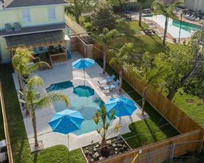 BEAUTIFUL HOUSE WITH SWIMMING POOL, GAS GRILL, LARGE DECK, & PARKING! - Galveston