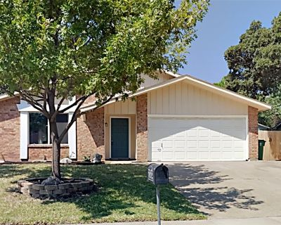 3209 Scenic Hills Dr, Bedford, TX 76021