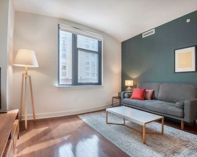 Bright Mt. Vernon 1BR w/ Gym, W/D, 2 Pools & Rooftop by Blueground - Mount Vernon Triangle