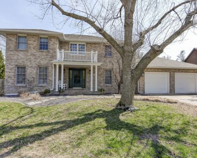 Modern Like New LUXURY 3,200 SQ FT Home In An Awesome Location! - Springfield