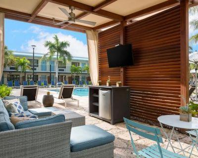 Ultimate Beach Adventure! Modern Unit, Pool, Restaurant, Bar, Bike Rental, Gym, Parking! - New Town