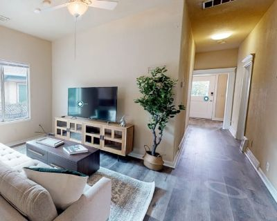 Private room with shared bathroom - San Jose , CA 95112