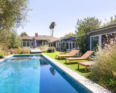 Lush & Elegant Venice Beach Oasis | Pool & Hot Tub - Venice