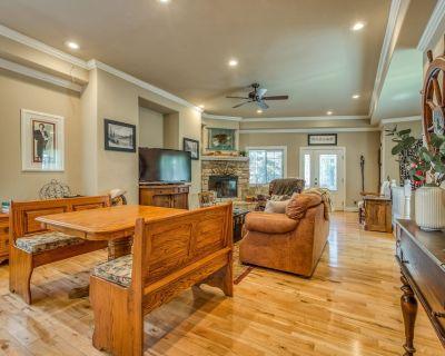 Dog-Friendly Home w/ Two Balconies in a Beautiful, Wooded Neighborhood - Cedar Glen