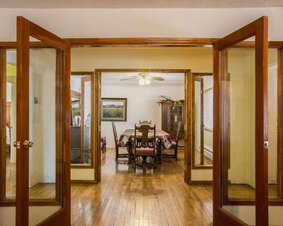 Conveniently located house with gated parking included and strong WiFi Pets Welcome! - Los Duranes