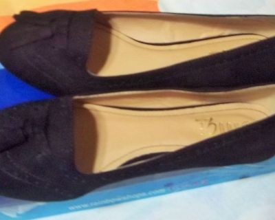 New black suede women's shoes size 8 1/2