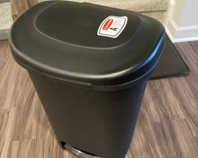 Brand new large kitchen step garbage can