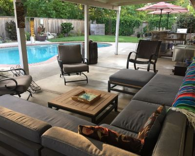 Chico Family Retreat with Pool~Bocce~Hot-tub~Lounge. Near park, downtown & CSU - Chico