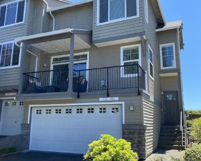 Modern, Spacious and Safe Town Home in Central Location - Washington County
