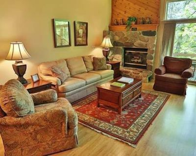 Golf Packages Available, close to pool. Trout Creek Condo #109, 3 Bedroom Loft, 2 Bath. Near Pools. - Harbor Springs
