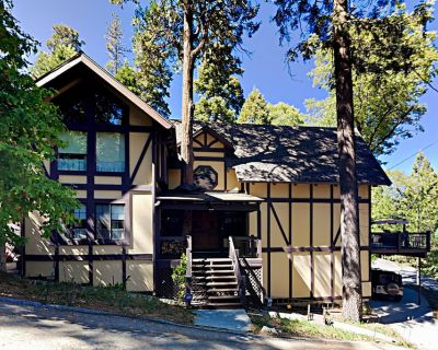 Luxurious Forest Escape with Private Hot Tub | 5 Minutes to Village - Cedar Glen