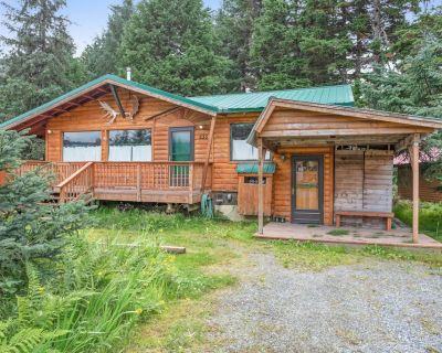 Contemporary cabin w/ private hot tub and gorgeous mountain views! - Alyeska