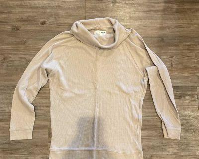 Medium beige long sleeved maternity old navy t shirt