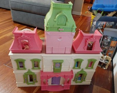 Fisher Price Deluxe Doll House