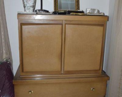 Cait's Vintage Woodridge Estate Sale - 75% OFF