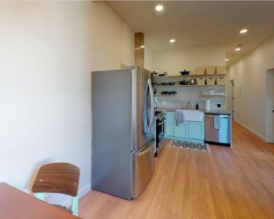 Stunning Mission Dolores apartment with yard/patio