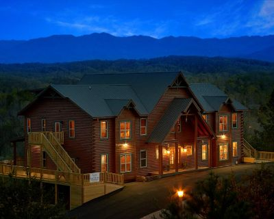 KING OF THE MOUNTAIN! Sleeps up to 84! - Pigeon Forge