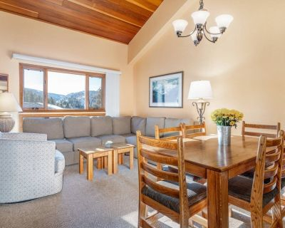 Picturesque Views! Cozy Lofted Condo with Resort Style Amenities! Free Shuttle and Parking! - West Vail