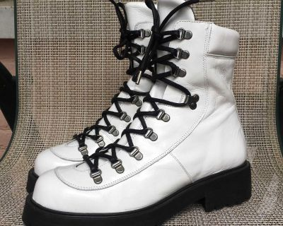 Lace up boots from l Intervalle.