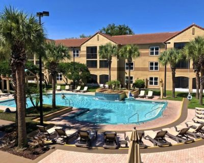 Friends and Family Getaway! Two Lovely 2BR Apartments, Pools, Parking, Shuttle - Orlando