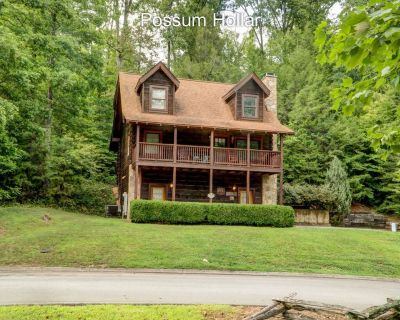 POSSUM HOLLAR HAS 4 KING BEDS---GREAT RATES AND GREAT LOCATION - Pigeon Forge