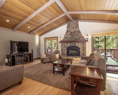 Highlands Lodge: Spacious Family and Dog Friendly Home with Hot Tub - Dollar Point