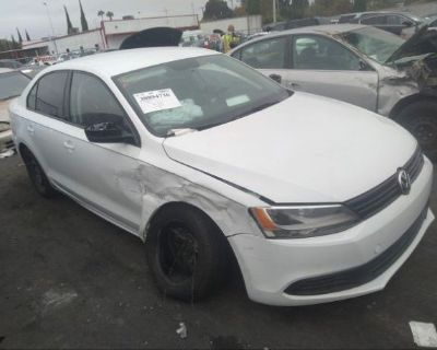 Salvage White 2014 Volkswagen Jetta Sedan