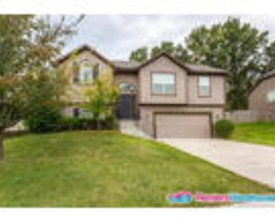 4 Bed 3 Bath in KC! Available 8/15!!