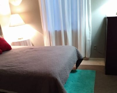 Private room with own bathroom - Goodyear , AZ 85338