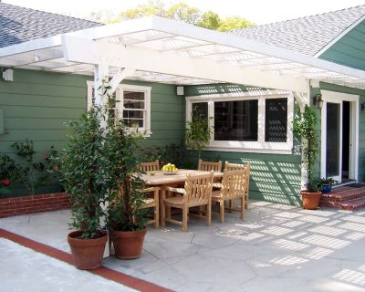 Beautiful House w/ Pool Near Amusement Parks, Studios, Beaches, Horses, Hiking - Burbank