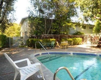 Townhouse in Mtn View with Pool