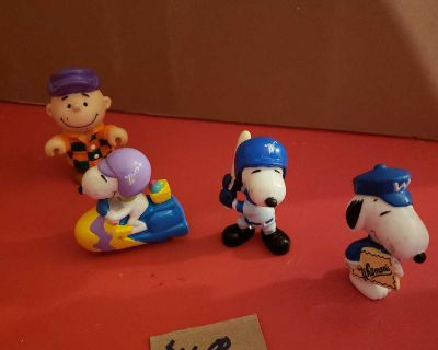 Charlie brown and snoopy group