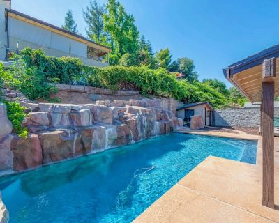 Gorgeous Lake View Home With Cascading Waterfall Pool - Oroville East