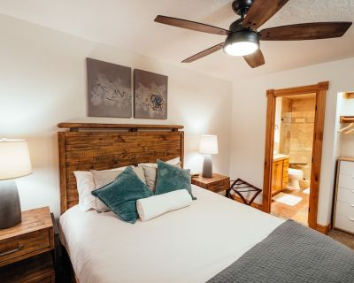 Deluxe Condo -complimentary shuttle to ski- Best location, comfort & style - Park City