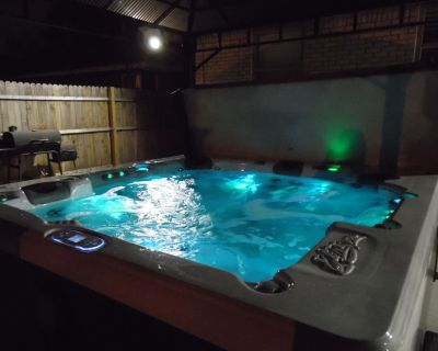 Private retreat in safe, friendly suburb- off of major intersection! - Central Oklahoma City