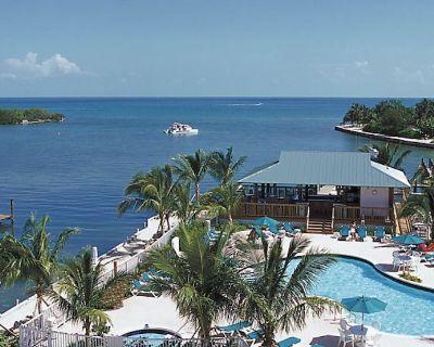 Marathon 2BR Deluxe resort on the water w/ Resort Amenities - Marathon