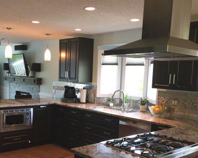 Hawkwood NW Bungalow! 3BR, 2BA Fully Upgraded, Stunning, Bright Main Floor! - Hawkwood