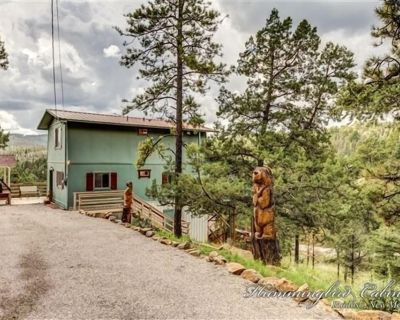 Eagles Perch: 'Carved eagles greet you in the driveway' Pet Friendly. - Ruidoso