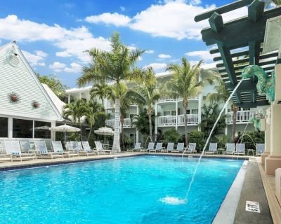 3 UNITS BY THE BEACH! 3 HEATED POOL, FREE ONSITE GAMES, AND GYM - Uptown - Upper Duval