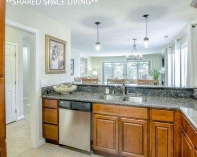 Shared room with shared bathroom - Westlake Village , CA 91361