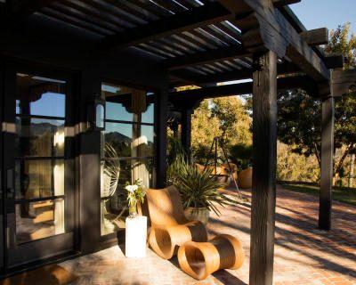New! The Black Villa in Topanga with Amazing Views, Topanga, CA