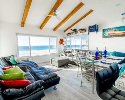 Ocean Front Luxury Beach House #5 - Sleeps 6 - Penthouse View - 180 degrees Full Ocean Views - Professionally Cleaned - Mission Beach