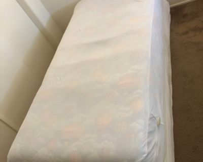 Bed, Bed foundation+matress,Twin