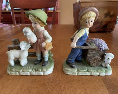 Set of 2 lovely figurines